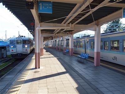 交換する普通列車がやって来ました。