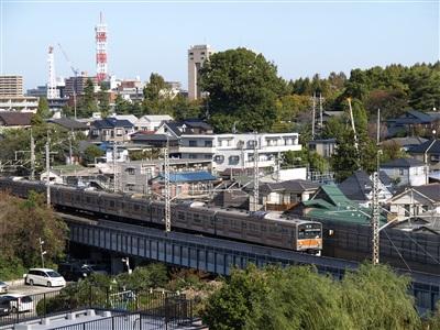 別所信号場に向かう武蔵野線205系。