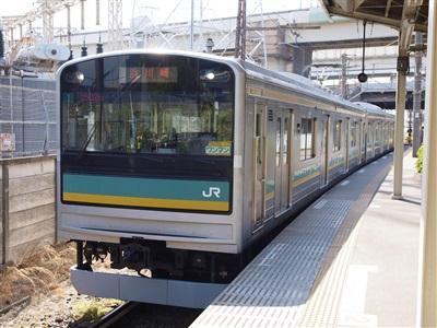 浜川崎駅に到着した南武線205系1000番代。