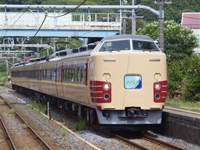 外房線上総興津駅を通過していくわかしお82号用189系回送。