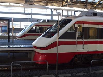 東武太田駅に停車中のりょうもう32号&34号。