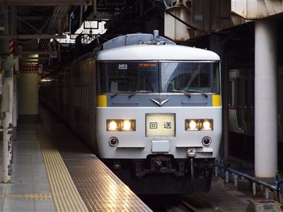 上野駅16番線で発車を待つ185系OM09編成。
