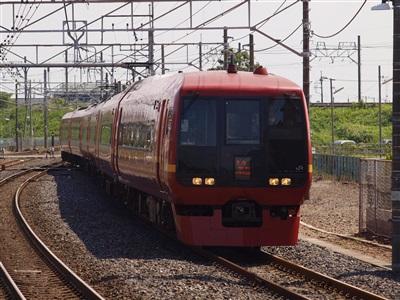 宇都宮線(東北本線)から東武日光線への連絡線に入るきぬがわ5号。